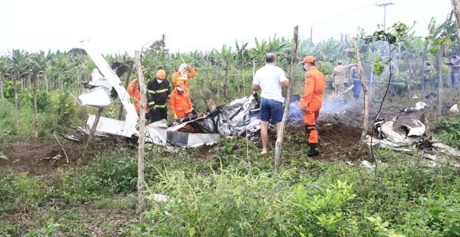 Bombeiros encontram corpos de piauienses vítimas de acidente aéreo no Ceará