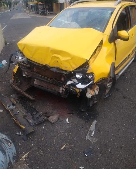 Homem perde o controle do carro e morre em colisão no viaduto da Higino Cunha