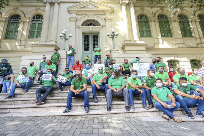 Motoristas e cobradores rejeitam proposta e continuam em greve por tempo indeterminado