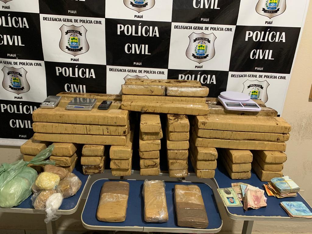 Polícia Civil apreende 60 tabletes de drogas em Picos