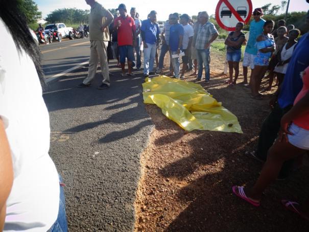 Duas pessoas morrem e uma fica ferida ao serem atropeladas na BR-230 em Oeiras