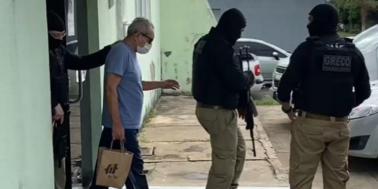 Jornalista Arimateia Azevedo é levado para a Penitenciária Irmão Guido