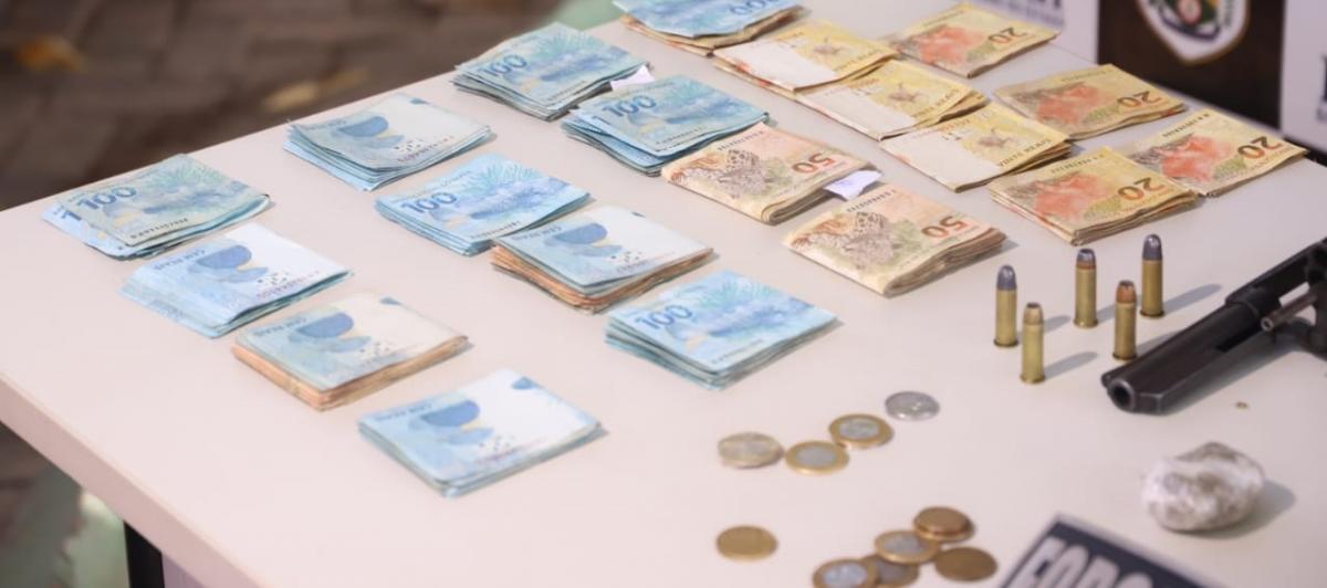 Homens são presos com R$ 13 mil, drogas e carros na zona Leste de Teresina