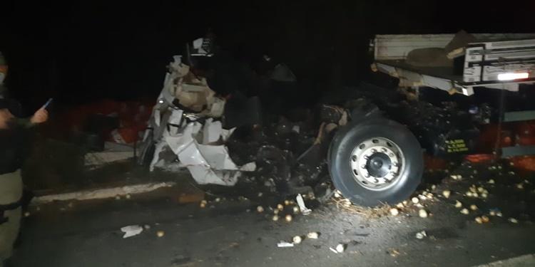Quatro pessoas morrem em colisão de duas carretas na BR-020, em Pio IX