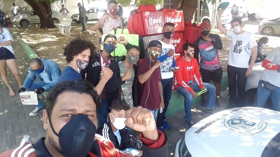 Em protesto, entregadores por aplicativo paralisam atividades e pedem mais segurança em Teresina