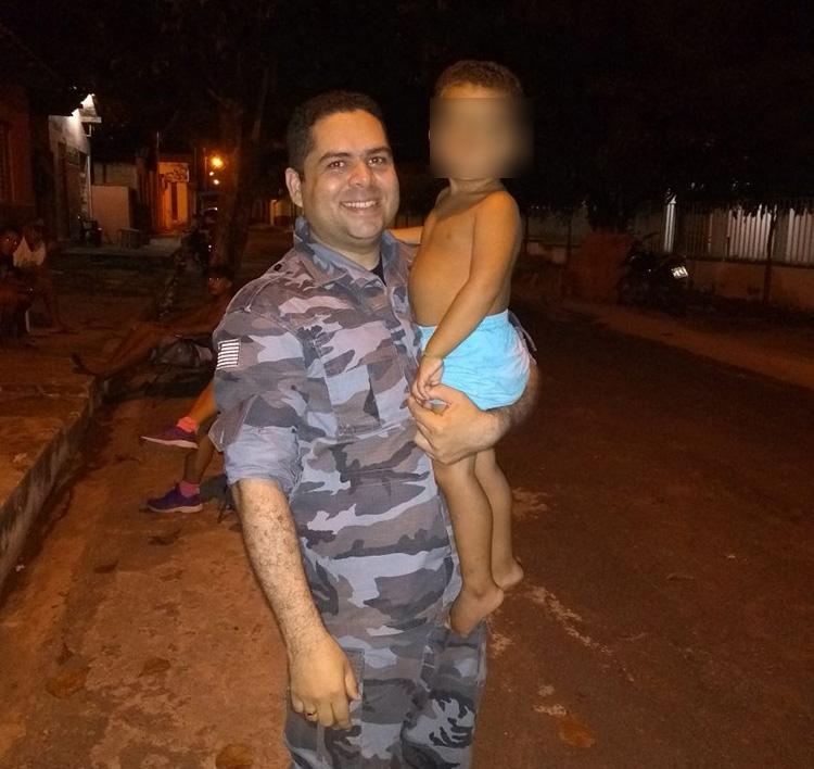 Criança se engasga com pirulito e é salvo por policial no interior do Piauí