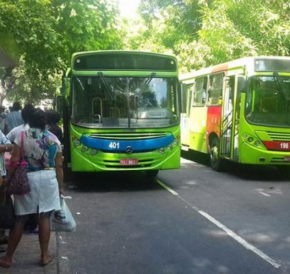 Motoristas e cobradores decidem manter greve e frota de ônibus não volta nesta terça