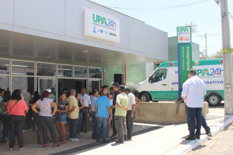 Pacientes esperam até 12 horas por atendimento em Hospital de Teresina