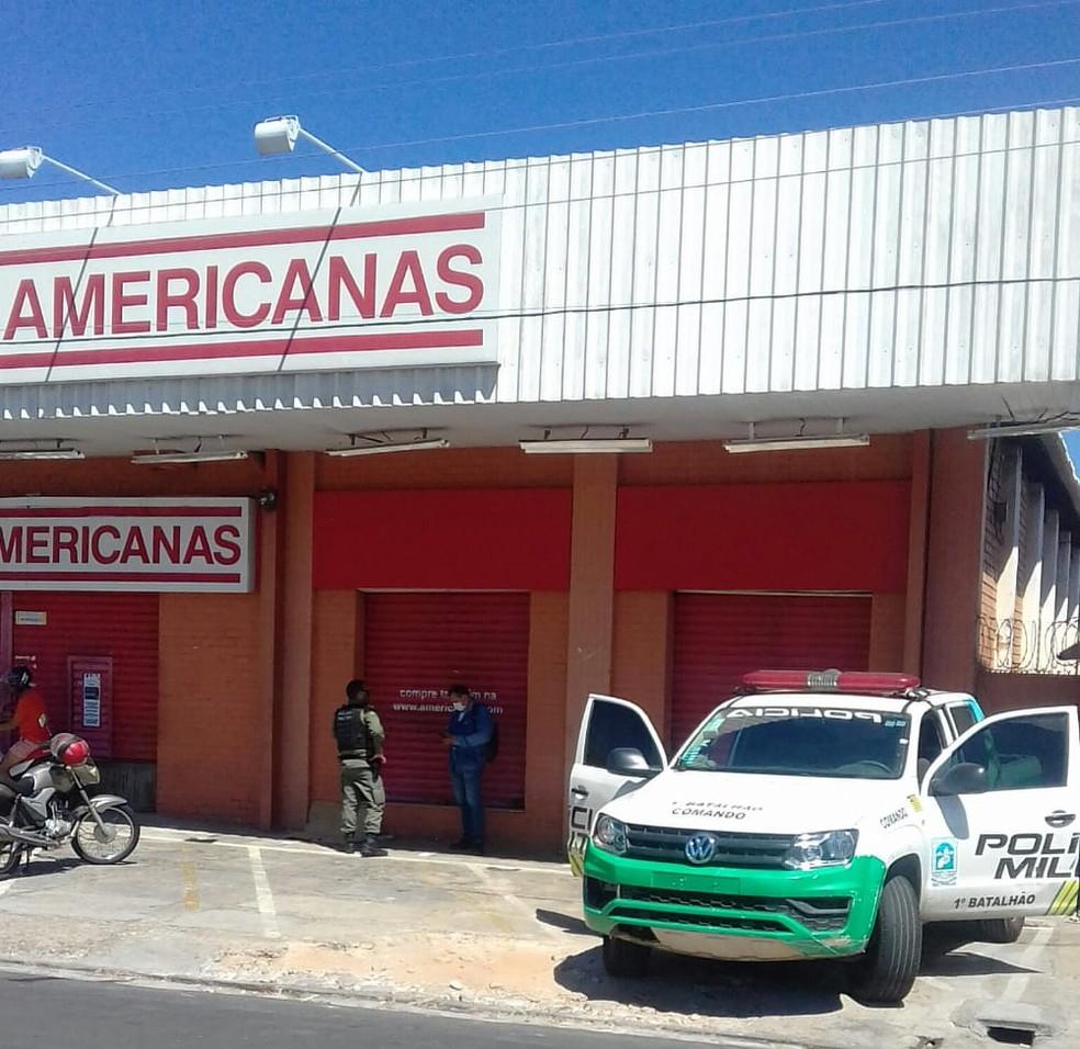 Criminosos fazem arrastão em loja e levam câmeras de segurança no bairro São Pedro