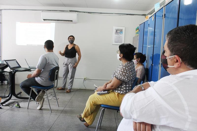 Prefeitura faz planejamento para retorno das aulas presenciais nas escolas