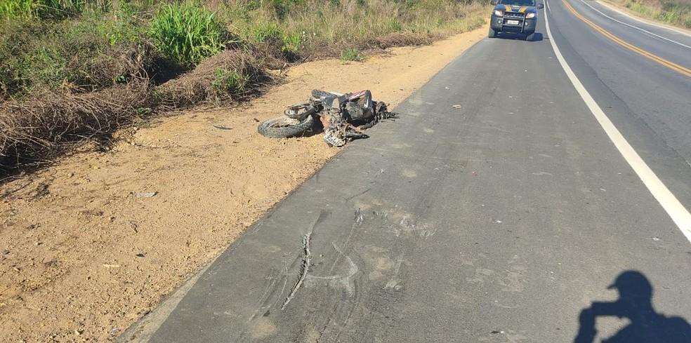 Adolescente de 17 anos morre após colisão com carreta no Sul do Piauí