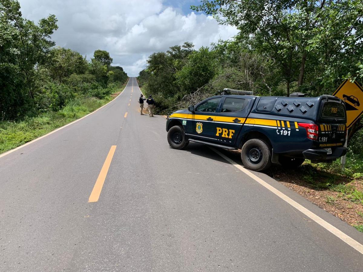 Motorista ignora sinalização e atropela três trabalhadores na BR 316