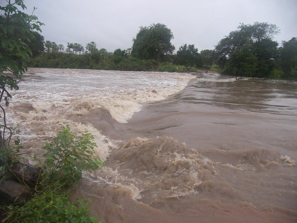 Jovem de 18 anos morre afogada em rio no Sul do Piauí