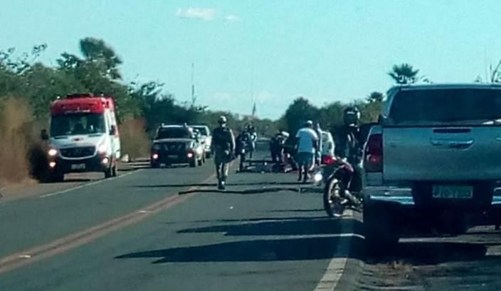Motociclista de 29 anos morre em acidente com carreta na BR-343