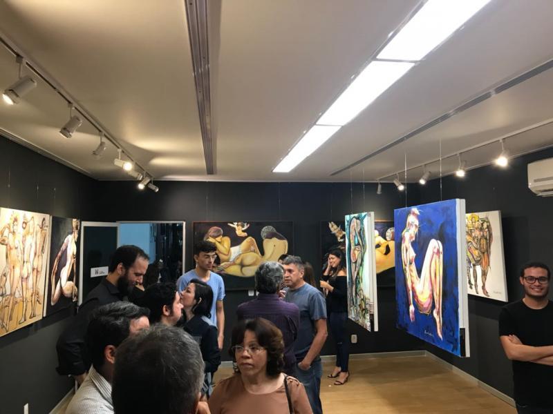 Evaldo Oliveira dá vida a cores e formas: Exposição Corpo