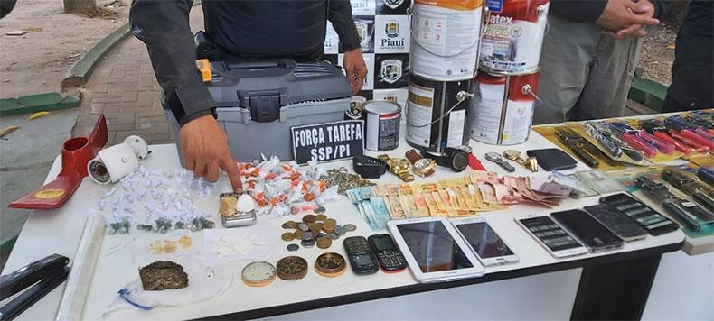 Polícia prende casal e material roubado em boca de fumo na zona Norte