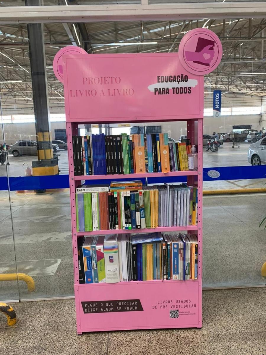 'Projeto Livro a Livro' disponibiliza livros para estudantes em minibibliotecas