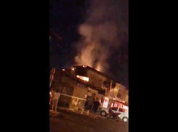 Corpo de bombeiros controla fogo em casa no Mocambinho