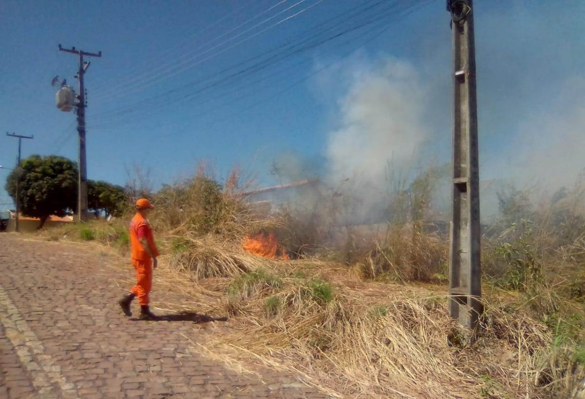 Defesa Civil intensifica fiscalização e faz alerta à população sobre queimadas