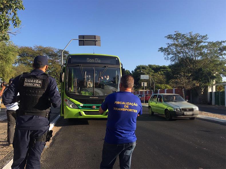 Guarda Municipal fiscaliza transportes para evitar super lotação em ônibus em Teresina