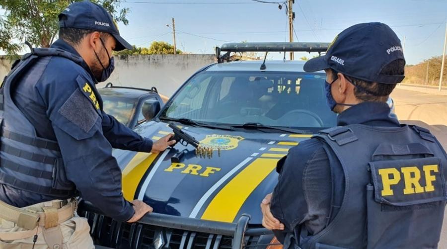 Homem é preso pela PRF portando arma de uso restrito em Corrente