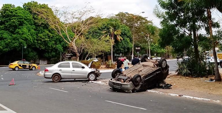 Cinco pessoas ficam feridas em acidente na Avenida Raul Lopes