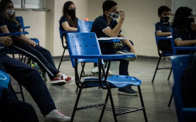 COE autoriza retorno de aulas para alunos do 3º ano do Ensino Médio, Pré-Enem e estágios na área da saúde