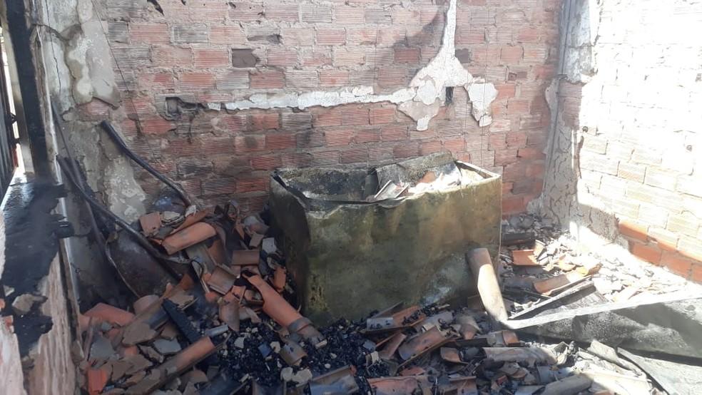 Incêndio destrói restaurante na praça da Cerâmica Cil