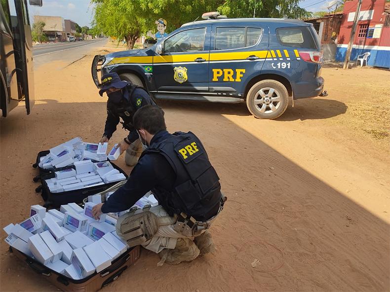 PRF apreende carga com 170 smartphones avaliada em R$ 290 mil no Piauí