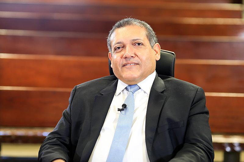 Bolsonaro confirma nome de desembargador piauiense para vaga no STF