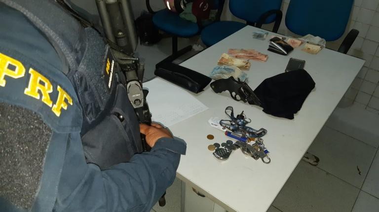 PRF prende quatro homens suspeitos de assalto na BR-316