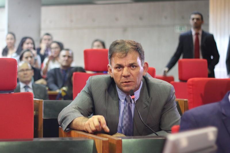 Deputado Carlos Augusto é internado após ser diagnosticado com Covid-19