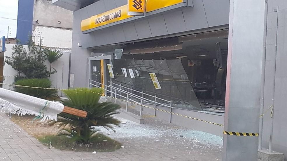 Bandidos explodem caixas eletrônicos na Av. João XIII, em Teresina