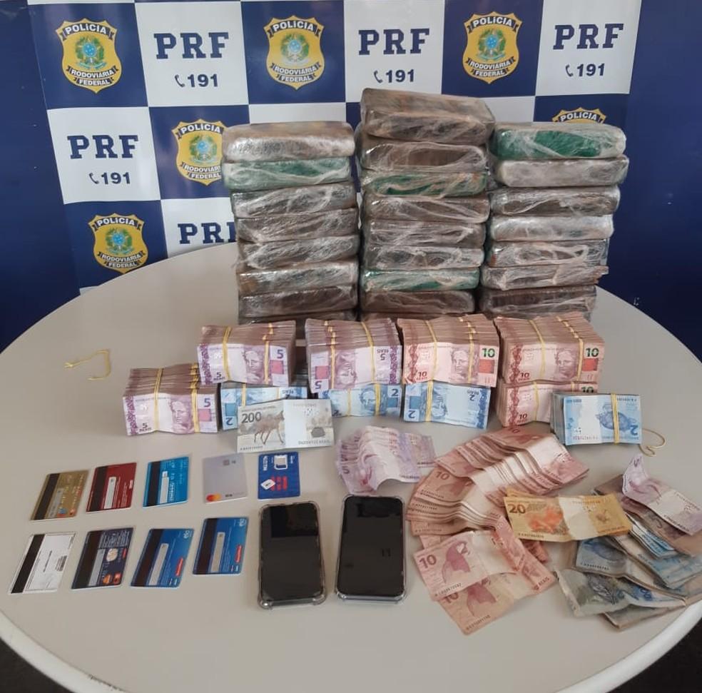 Homem é preso com mais de 25 kg de pasta base de cocaína e R$ 30 mil em dinheiro