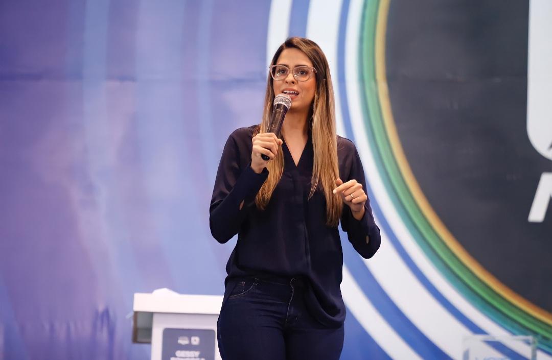 Candidata Gessy Fonseca é destaque de debate e viraliza nas redes sociais