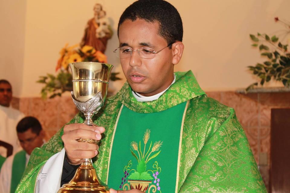 Diocese de Campo Maior afasta padre que assumiu relacionamento com mulher