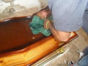 Motorista da Sesapi falece e é sepultado em caixão 'lacrado' por suspeita de H1N1
