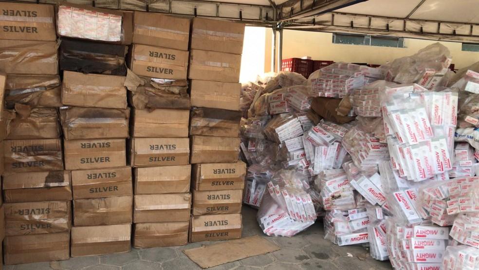 PF encontra cigarros contrabandeados em embarcação que encalhou no Piauí