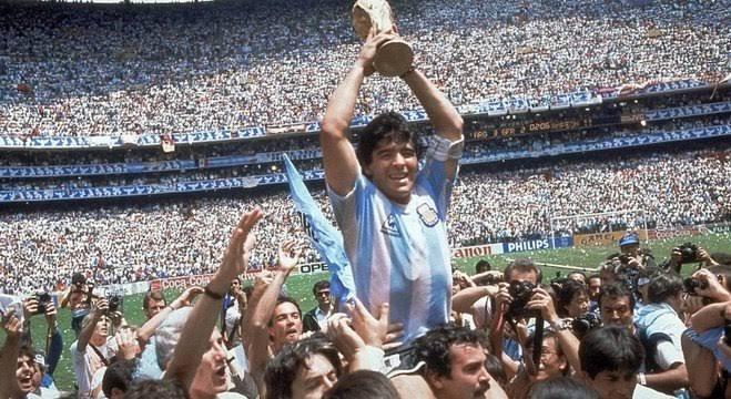 Diego Maradona morre depois de parada cardiorrespiratória