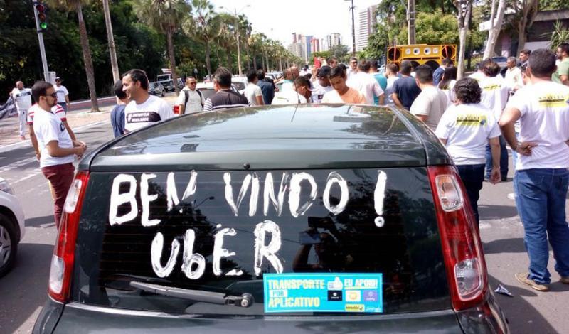 Motoristas de aplicativos protestam em frente a Câmara Municipal de Teresina