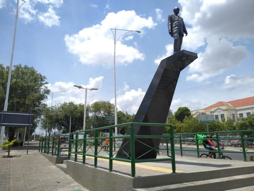 Ministério Público recomenda demolição de estátua do canteiro da Avenida Frei Serafim