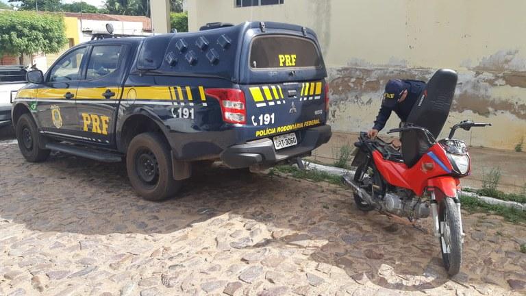 Mulher é presa com motocicleta roubada em cidade do Piauí