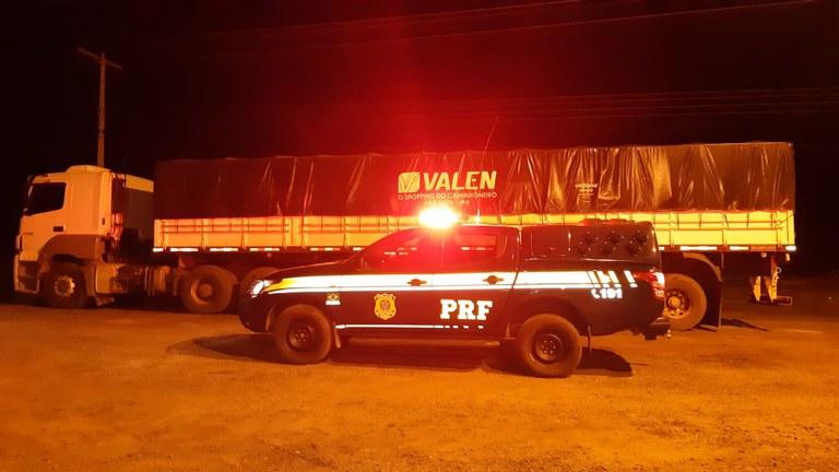 Carga de madeira ilegal é apreendida pela PRF em Picos