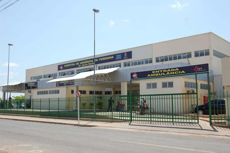 Adolescente esfaqueada em escola recebe alta no HUT