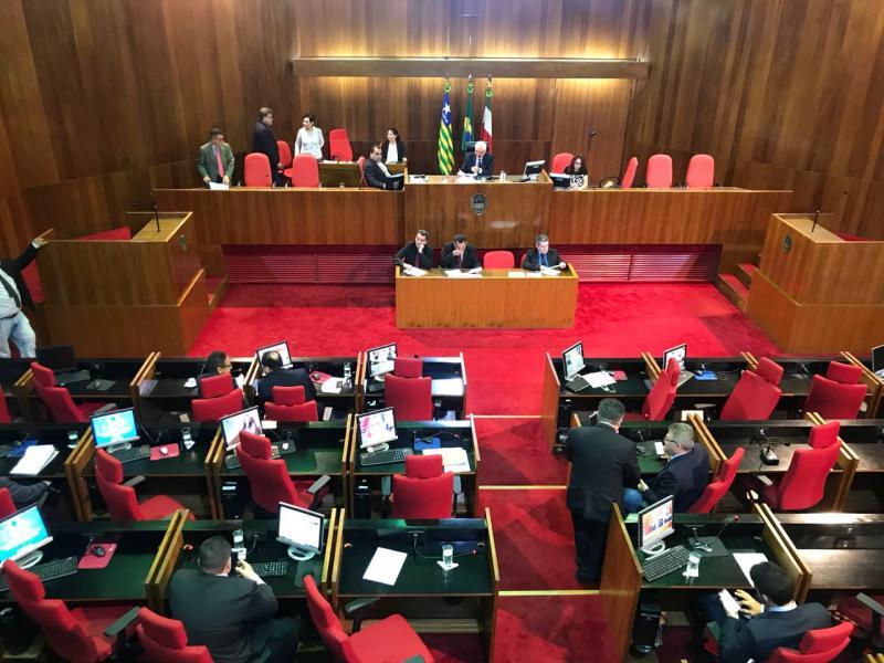 Deputado apresenta PEC para fixar teto salarial de servidores estaduais e municipais do Piauí