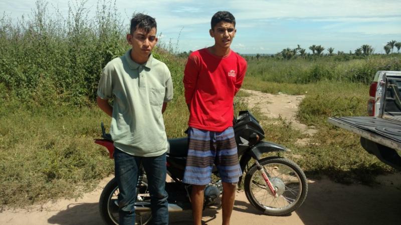 PM prende dupla com moto roubada há dois dias na zona Norte
