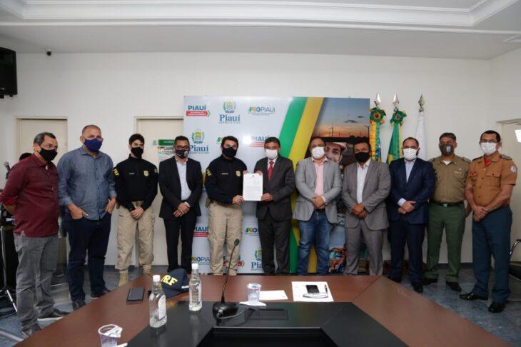 Wellington Dias assina acordo para criar sistema de comunicação com a PRF