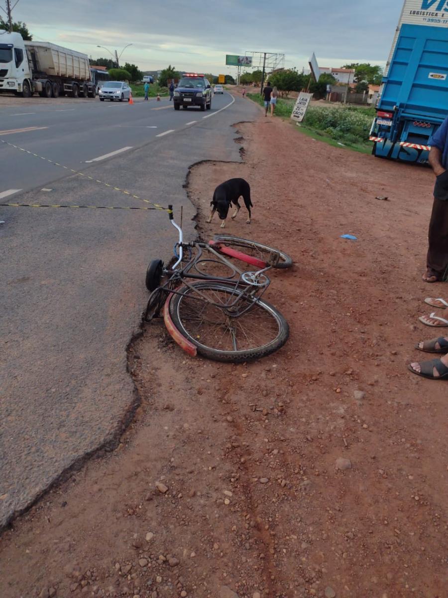 Ciclista morre após ser atropelado por motociclista em Demerval Lobão