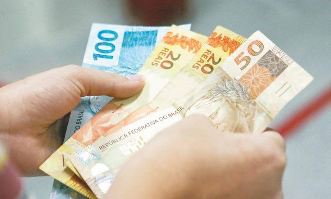 Jair Bolsonaro anuncia aumento do salário mínimo para R$ 1.100 em 2021