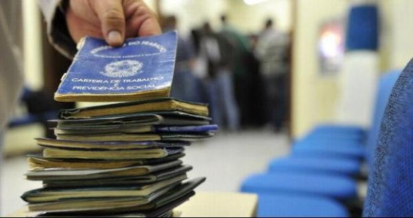 Número de trabalhadores no setor privado sem carteira assinada aumenta no país